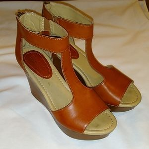 Kenneth Cole Reaction Sole Kick wedge sandals 6.5